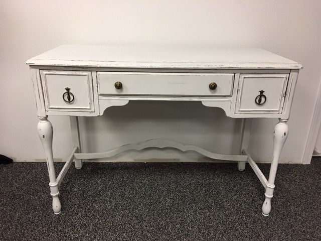 Antique White Wood Desk_640x480