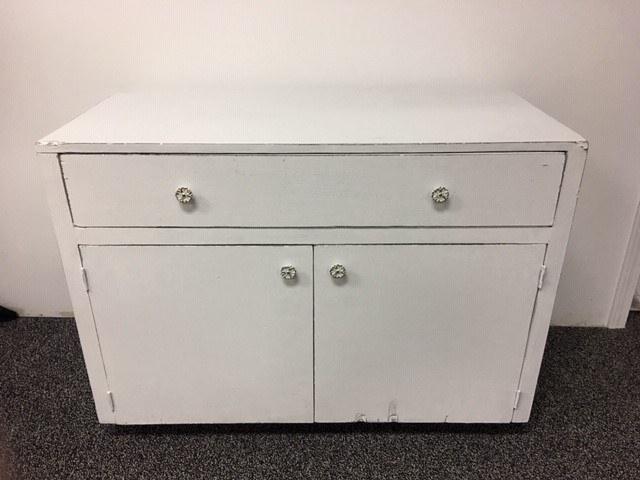 Antique White Cabinet_640x480