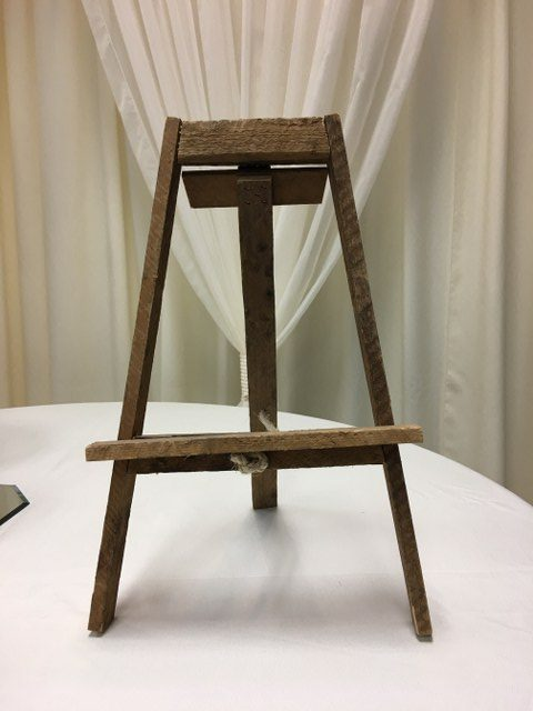 small rustic wood easel_640x480