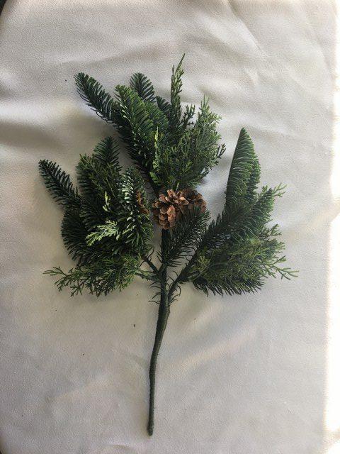 17-inch Cedar & Spruce w Cones_640x480