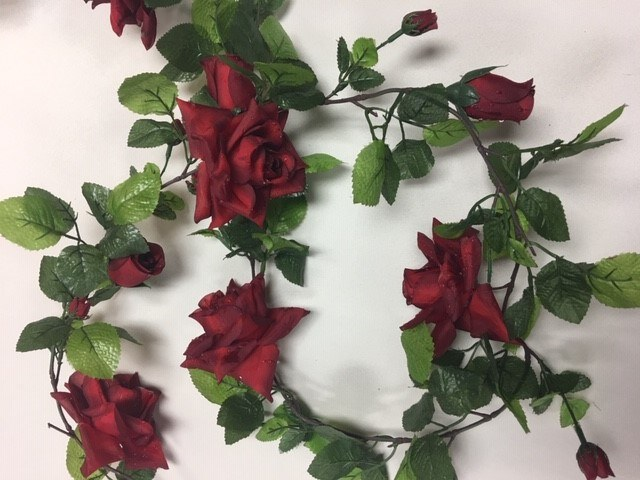 Rose Garland w Raindrops_640x480