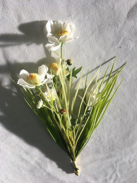 Artificial Cosmos Bundle w Grass, White_640x480